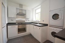 2 bedroom Flat in Colney Hatch Lane...
