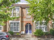 2 bed Flat in Leslie Road...