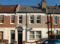 Apartment to rent in Coverton Road, Tooting...