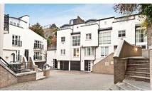 3 bedroom End of Terrace property in Peony Court, Chelsea