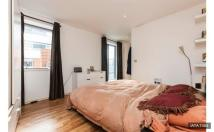 Flat to rent in Hermitage Street, London