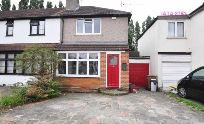 2 bedroom semi detached house to rent in olron crescent