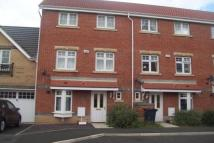 3 bed house in Beachborough Close...