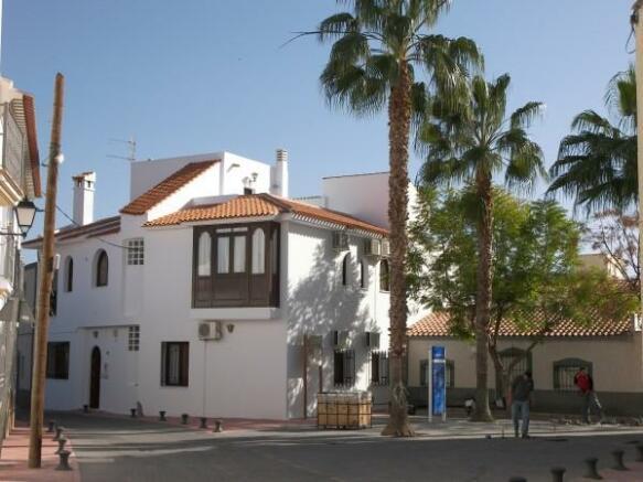 Los Gallardos Plaza