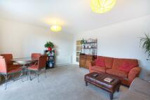 2 bedroom Flat in Spencer Hill, London...