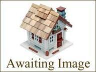 Flat to rent in Three Bedroom Flat Ealing