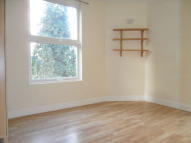 Flat to rent in Colney Hatch Lane...