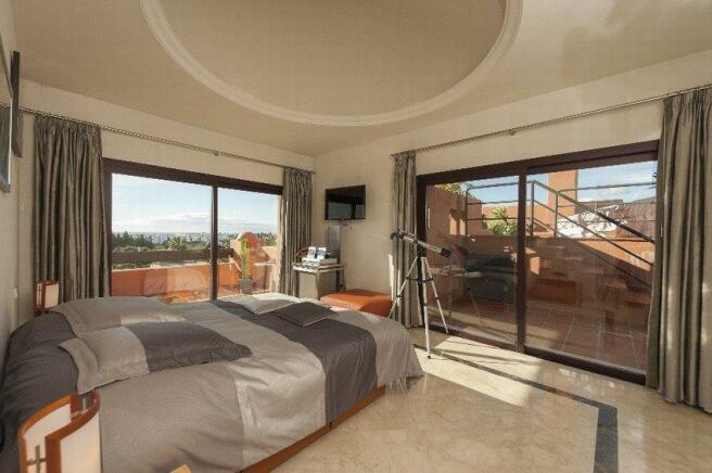 Bedroom private pool