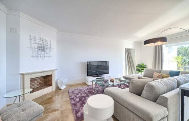 Massive lounge
