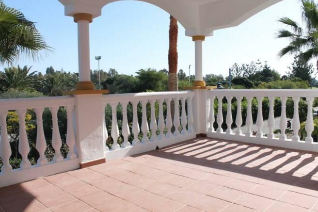 Middle floor terrace