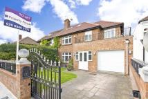 4 bedroom semi detached house in Burnell Avenue, Richmond