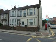 Flat to rent in Mayplace Road West...