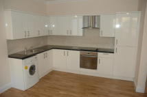 4 bedroom Flat in KENSINGTON GARDENS...