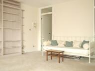 Studio apartment to rent in Oakley Square...