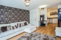 Flat to rent in Featherstone Court...