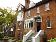 2 bedroom Flat in Daleham Gardens...