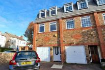 Grove Avenue Terraced house to rent