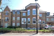 Flat to rent in Golden Manor, Hanwell...