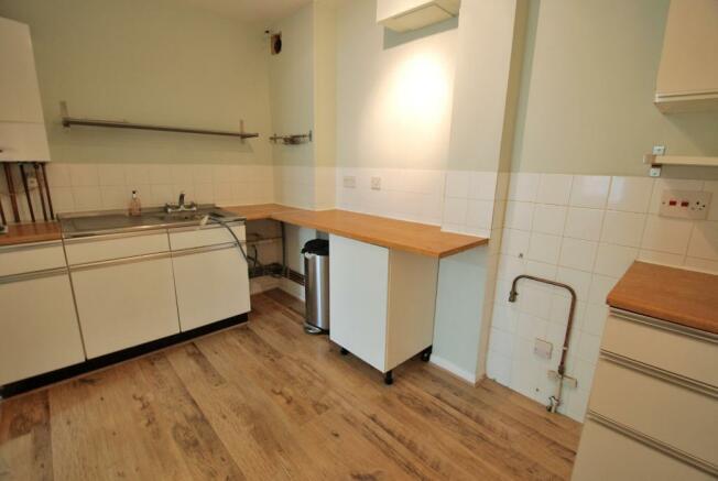 Modern Fitted Kitchen - Alternative View