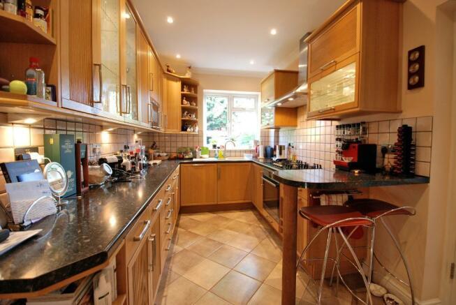Stylish Kitchen/B'fast Area