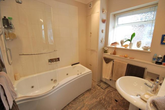 Luxurious Jacuzzi Bathroom