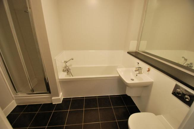 Luxurious Bath & Shower Room