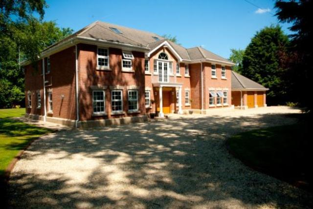 6 bedroom detached house for sale in massams lane formby - Average cost to move a 3 bedroom house ...