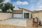 3 bed house in 20A Aldam Avenue...