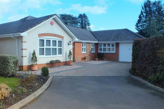 4 bedroom bungalow for sale in alexander close new milton for Four bedroom bungalow
