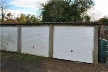 Garage in Furnace Green, Crawley to rent