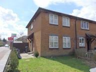 3 bed semi detached house to rent in Redhill, Surrey