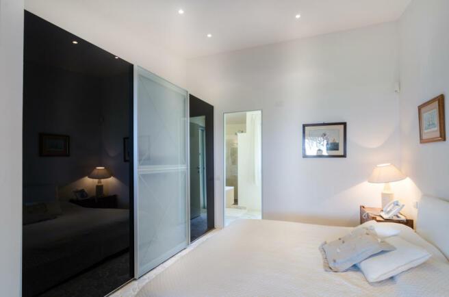 Bedroom ensuite bathroom Villa Cassedda Porto Cervo Sardinia