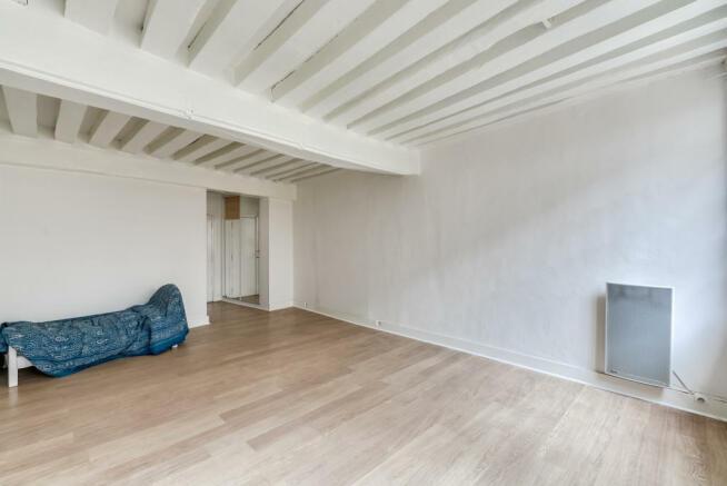 Living room white exposed beams wood floor Quincampoix Paris