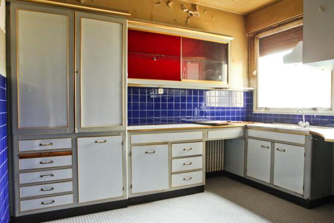Kitchen blue tiles white cabinets Eiffel Montaigne Paris