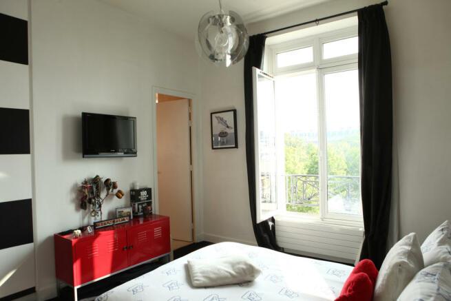 Bedroom with en-suite large window modern light fitting Etoile Avenue President Wilson Paris