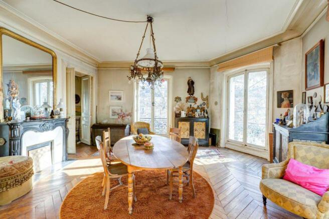 Dining room wood floor chandelier fireplace Marais Beaumarchais Paris