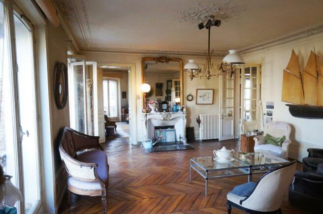 Living room wood floor chandelier Marais Beaumarchais Paris