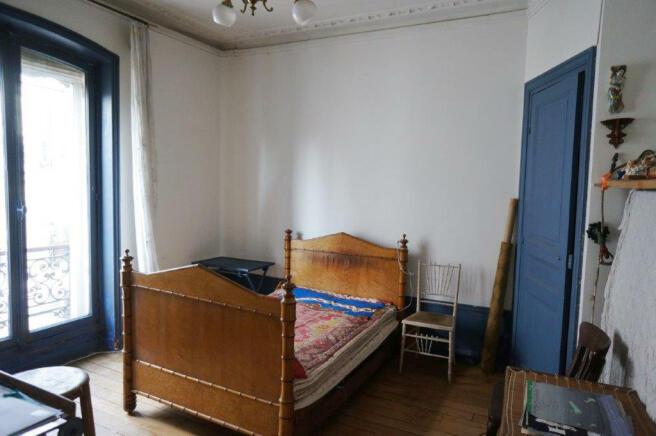 Bedroom guest wood floor large window Marais Beaumarchais Paris