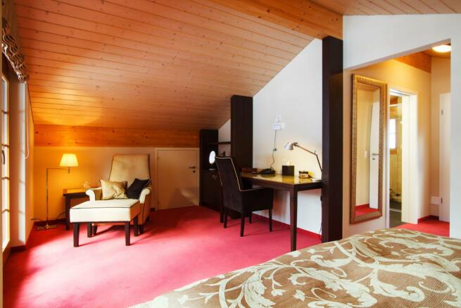 Bedroom balcony doors ensuite bathroom Chalet Im Maad Verbier