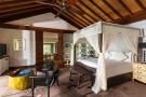 Bedroom master wood Four Seasons Seychelles