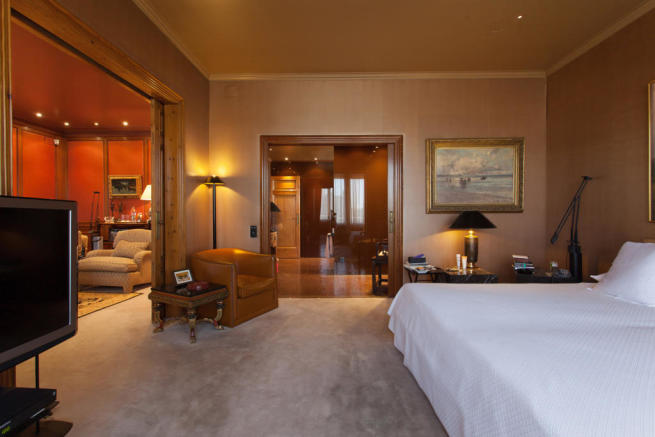 Bedroom ensuite bathroom large The Penthouse Av de Pau Casals Barcelona
