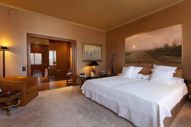 Bedroom master ensuite bathroom The Penthouse Av de Pau Casals Barcelona
