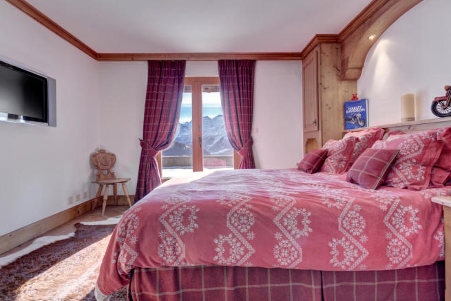 Bedroom guest carpet balcony doors Chalet Feuille d'Erable Verbier