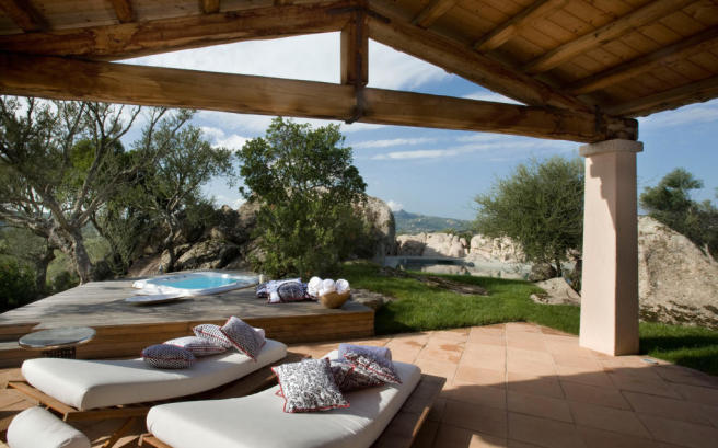 Covered terrace hot tub tiled Villa Ross Sardinia