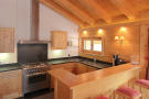 Kitchen breakfast bar wood Gai Torrent Penthouse Verbier
