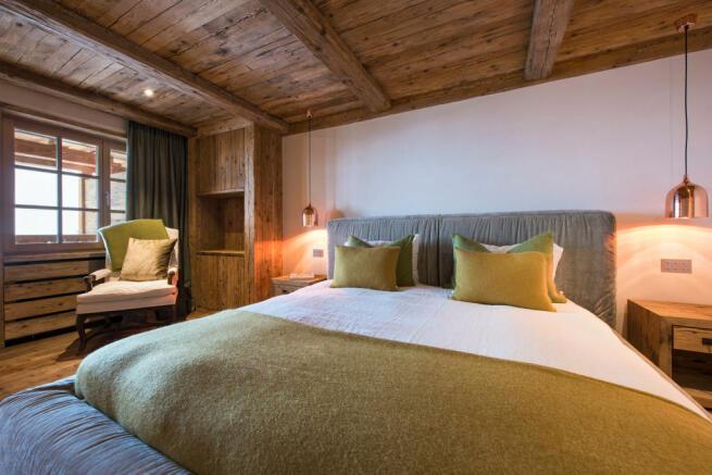 Bedroom wood floor raised bed Residence Alex Verbier