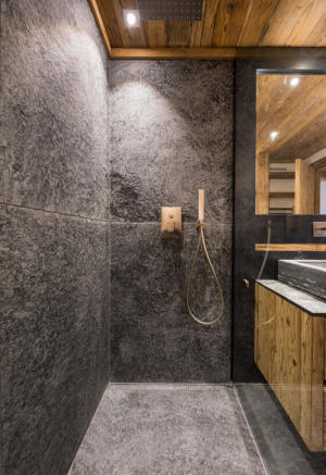 Walk-in shower stone Residence Alex Verbier