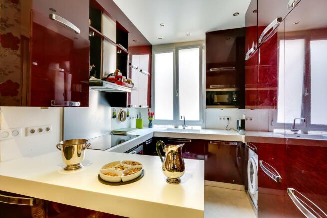 Kitchen red stone marble Etoile Marceau Paris