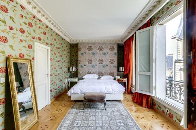 Bedroom large window parquet flooring cornicing Etoile Marceau Paris