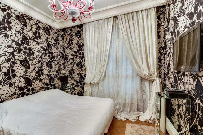 Bedroom glass chandelier modern parquet floor Etoile Marceau Paris
